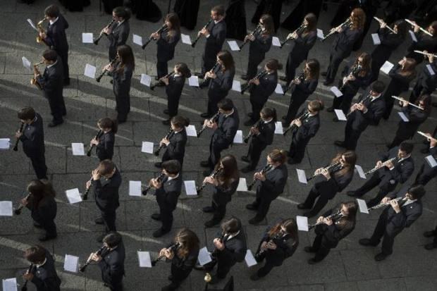Una de las bandas durante la procesión del Santo Entierro. Foto: Emilio Fraile. (La Opinión de Zamora)